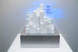 """Alexandre Mazza, """"Um"""", Pintura automotiva sobre marcenaria, mármore, acrílico e leds, 30 x 30 cm, 2012.Edição 2/5."""