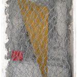 T – 784, arame galvanizado, zinco pintado em acrílica, massa corrida e madeira pintada, 24 x 15,5 x 5 cm