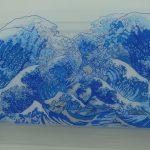 Tsunami, Desenho sobre caixa de acrílico, 40 x 90 cm, 2009.
