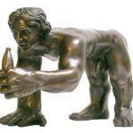Florian Raiss Quadrúpede com Banana Escultura em Bronze 40 x 60 x 27cm, sem data