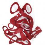 Roberto Vieira Série Bateias – Guarda dos olhares Terra sobre bateia, espelhos, vidros e cordão de algodão – 2003 33 cm diâmetro