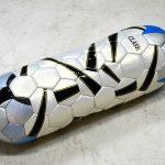 Felipe Barbosa, Pill Ball, Bola de futebol expandida, 22 x 22 x 70 cm, 2007.