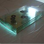 Sem Título Vidro, espelho, acrilico, alto falantes, fios e luz fria 46 x 25 x 8 cm