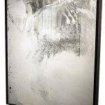 Ricardo Becker, Desfazer Imagem, Espelho, vidro e talco, 157 x 126 cm, 2009.