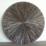 Marcos Coelho Benjamim Roda Zinco oxidado e pintura sobre madeira, 100 cm de diâmetro, 2005.