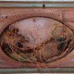 Anna Bella Geiger, Orbis descríptio com 6 fios – série Fronteiriços, gaveta de arquivo, encáustica, mola, folha e fios de cobre, 8,5 x 14,5 x 35 cm