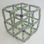 Cubo Iris, Resina e Arame, 20 x 20 x 20 cm.