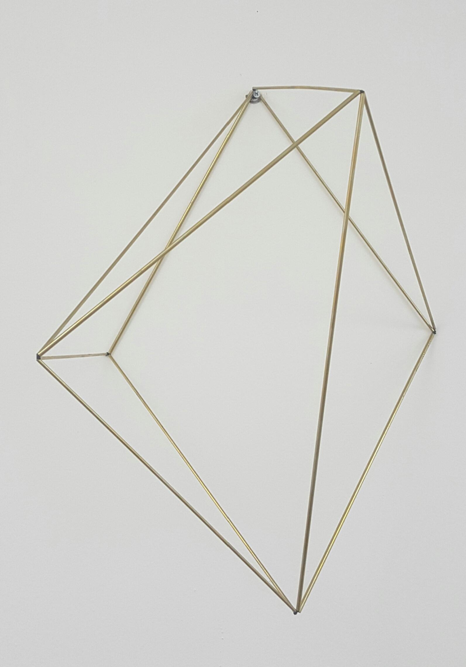 Júlio Villani, Quadrado mole, tubos de alumínio e de latão, fio encerado, dimensões e formas variáveis, base 50 x 50 cm, 2016