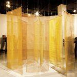 Amélia Toledo, Penetrável de Terras, Conjunto de 30 peças de resina acrílica e pigmentos secos sobre juta, dimensões variáveis