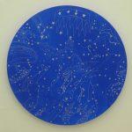 Série Mapas Celestes, Guache e acrílica sobre madeira com desenho em caneta óleo, 70 cm de diâmetro, 2011.