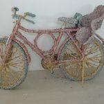 Bicicleta, Cédulas de Real picadas coladas sobre bicicleta, 100 x 200 x 45 cm, 2010/2011.