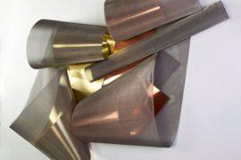 Iole de Freitas Sem Título Cobre, latão, tela de aço inox 110 x 115 x 30 cm, 2011.