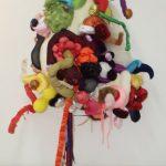 """Série """"Esculturas Fultuantes"""", Acrilon e tecido, 120 x 80 x 70 cm."""