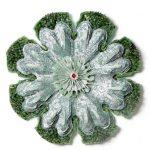 Edmilson Nunes Tudo são Flores Vela, prego e tecido sobre madeira 75 cm (diâmetro), 2006.