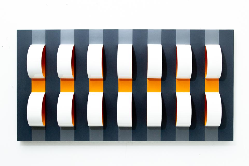 Corrente, Formica, pvc, pet e espelho sobre madeira, 110 x 81 x 15 cm, 2018