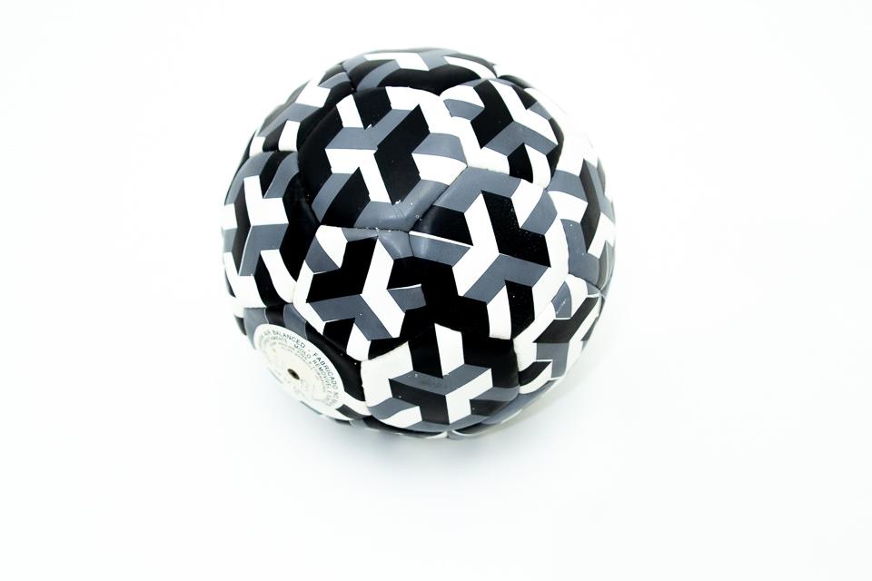 Bola Cúbica, Bola de futebol, 22 cm de diâmetro