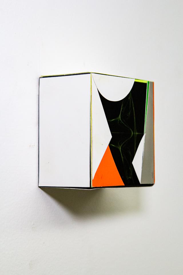 Fold 09.10.16, Papel, impressão digital e madeira, 10 X 10 x 6 cm, 2016