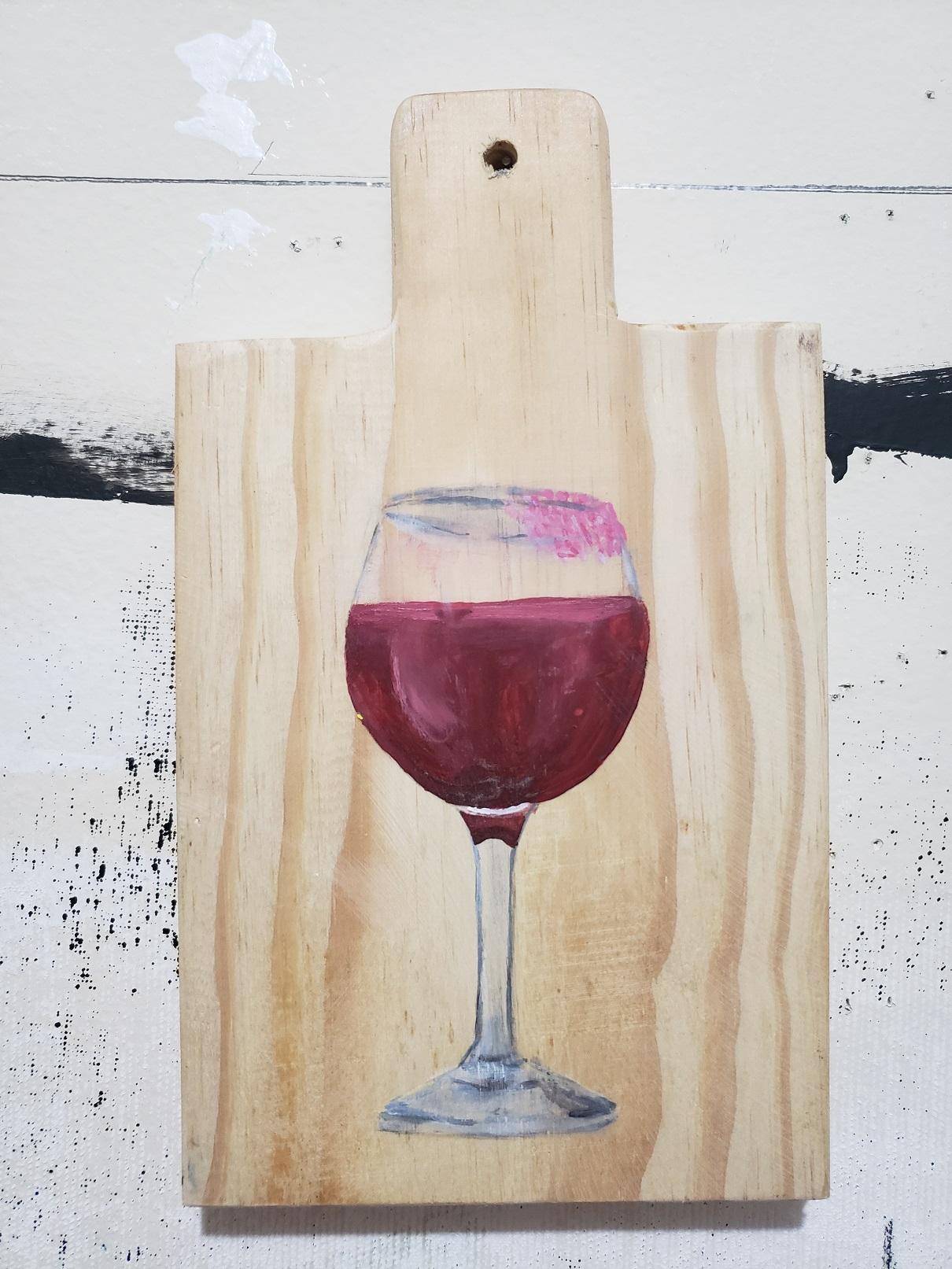Júlia Debasse, Solidão e Gente demais - Taça de vinho, Acrílica sobre tábua de carne, 24,5 x 14,5 x 2,5 cm, 2020
