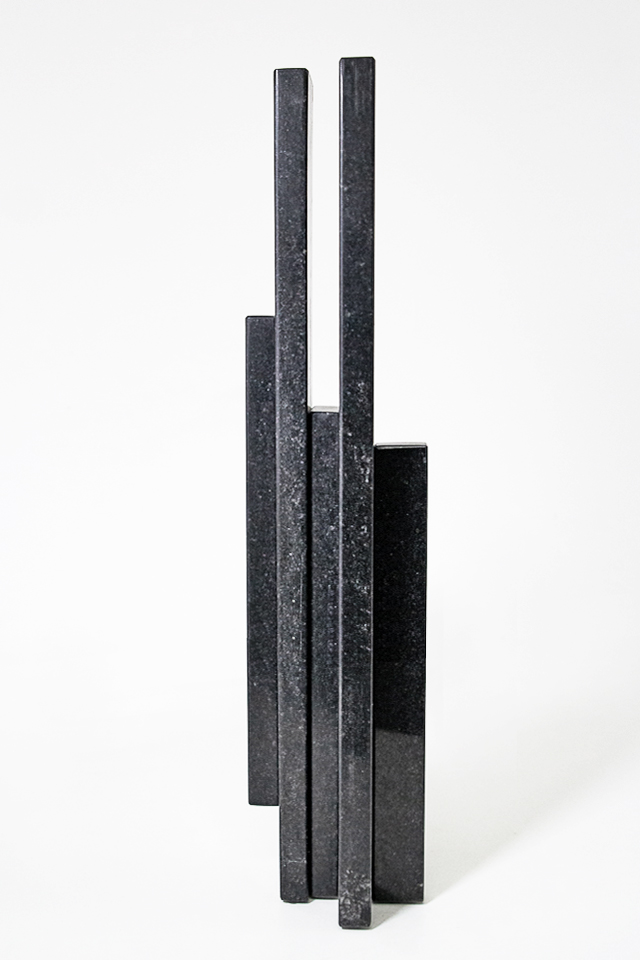 Luca Benites, Série Norte Sur, Granito preto, 50 x 9 x 8 cm, 2015