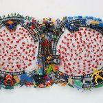 Luiz Hermano, Ferrorama, plástico, capacitores e arame, 90 x 170 cm, 2009.