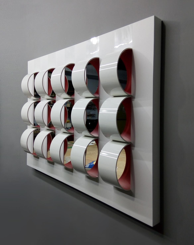 Robson Macedo, Quarto Crescente,Formica, PET, PVC e espelho sobre madeira. 110 x 81 x 15 cm LATERAL DIR