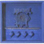 Fernando Luchessi Objeto Azul com Peões Acrílica sobre Peões e Madeira 40 x 40 cm, 2002.
