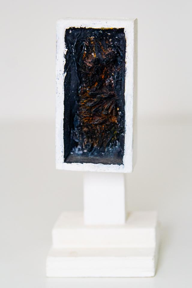 Arthur Luiz Piza, T - 768, Sizal pintado e madeira pintada, 17x7,5x7,5cm
