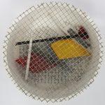 Arthur Luiz Piza, T - 1503-Arame galvanizado e madeira pintada, 5,5x16,5 cm de diâmetro