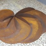Sequência, Escultura - aço corten natural oxidado, Obra composta por 06 elementos medindo cada: a. 102 x 20 cm / b. 93,5 x 17,5 cm c. 85 x 14,5 cm / d. 76 x 12 cm / e. 67 x 10 cm / f. 58 x 8 cm, 2011/2012