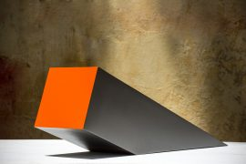 Cunha, esculta em aço pintado, 35 x 24 x 104 cm, 1987