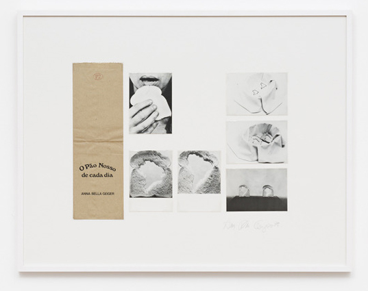 Anna Bella Geiger, O Pão nosso de cada dia, Saco de pão e série de 6 cartões postais, 74 x 79 cm, 1978