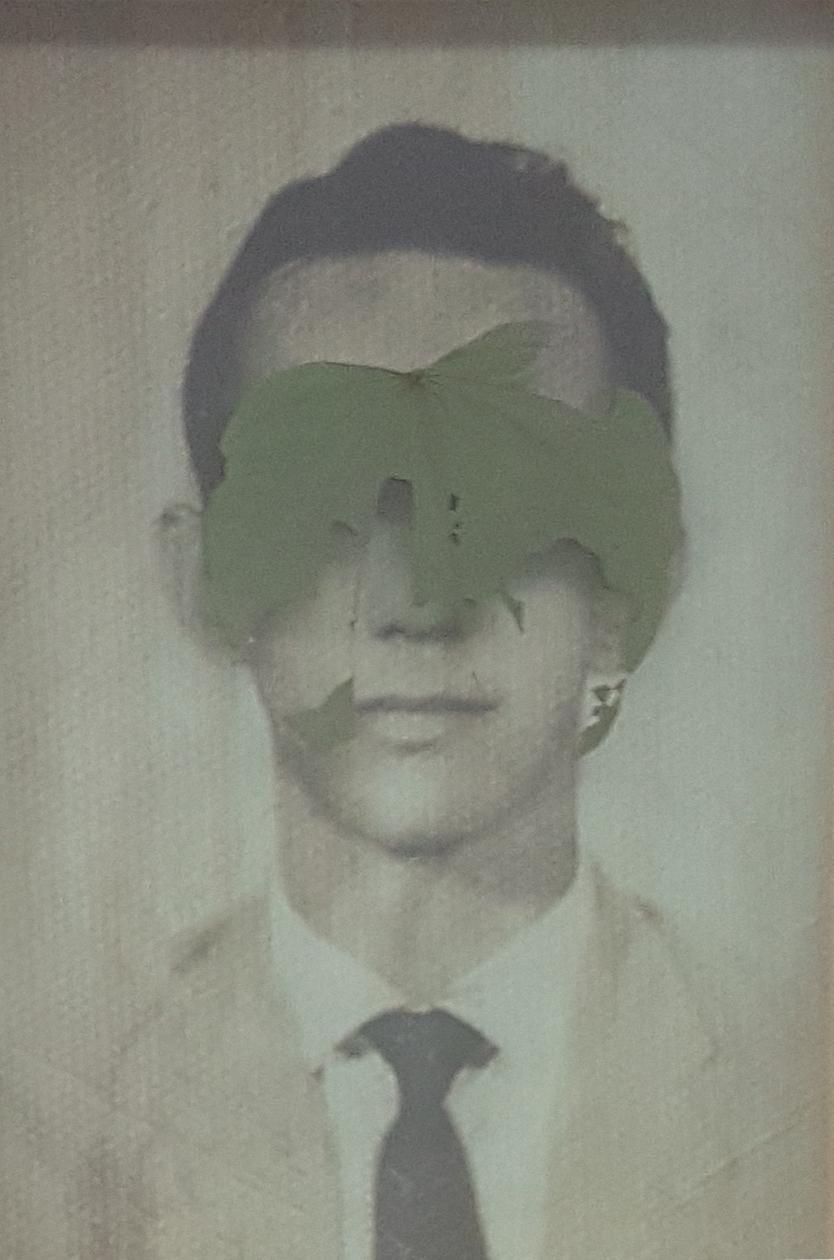 Christus Nobrega, Folha de Rosto, impressão e folha prensada sobre vidro, 29 x 20 cm