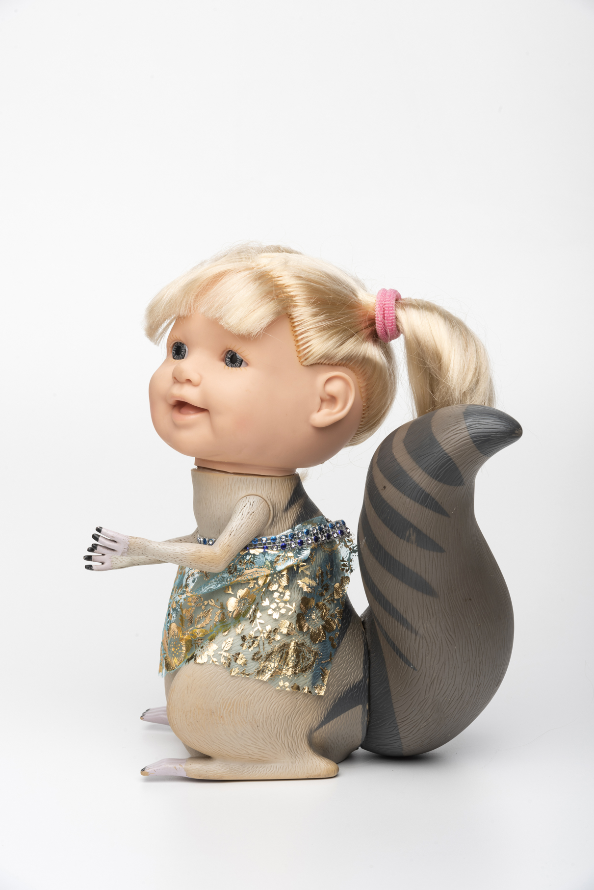 Alvimar Maia, sem Título, partes de bonecos, animais de borracha, 29 x 16 x 24 cm, 2017